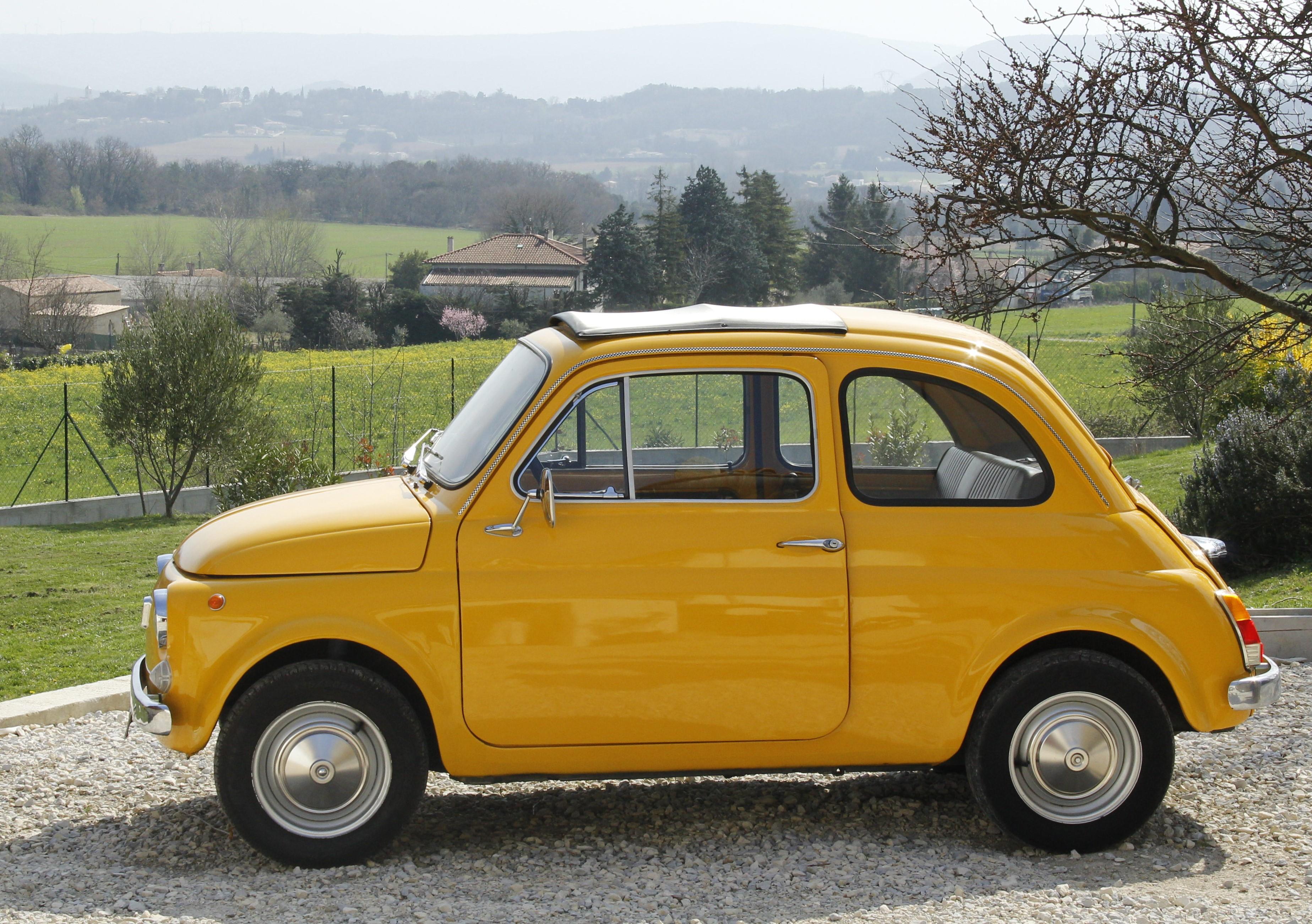 Fiat 500 avec chauffeur pour déplacements de la future mariée