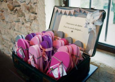 Valisette vintage avec tongs pour dames