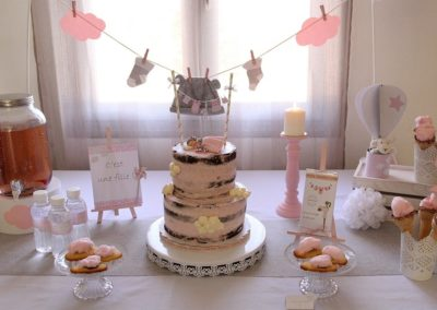 Buffet gourmand pour Baby en shower, en gris et rose